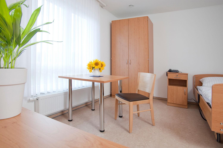 Modernes-Zimmer | Seniorenheim Saaleufer
